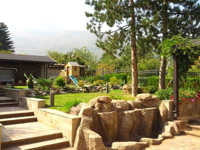 Озеленяване на градини със София Гарден ООД